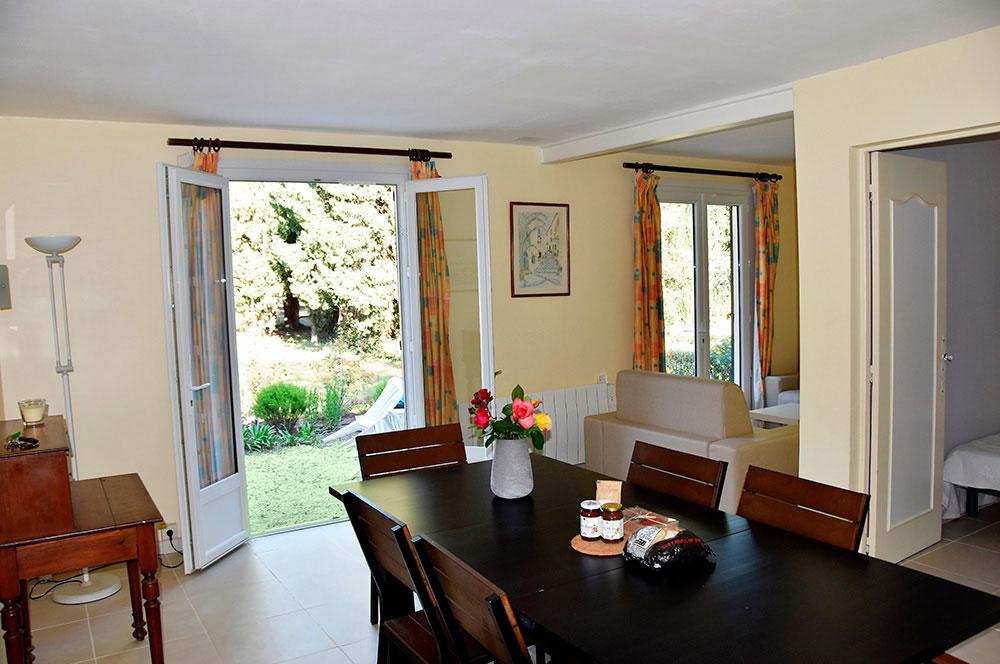 Villa du Parc : Esszimmer mit Zugang zur Terrasse