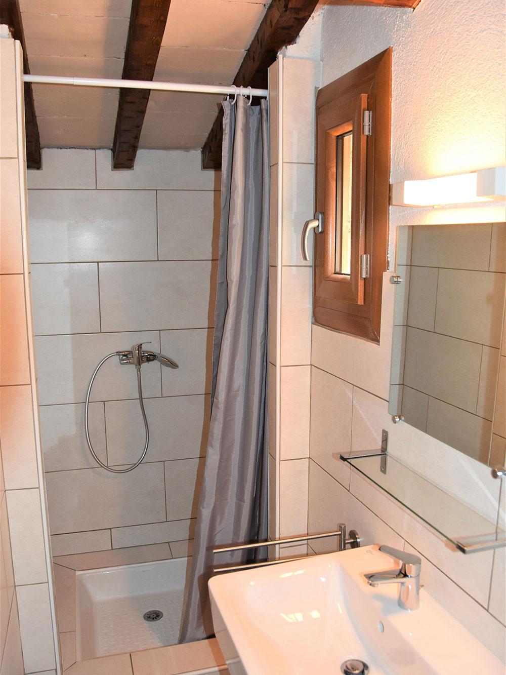 Studio d'Augias 3: bathroom