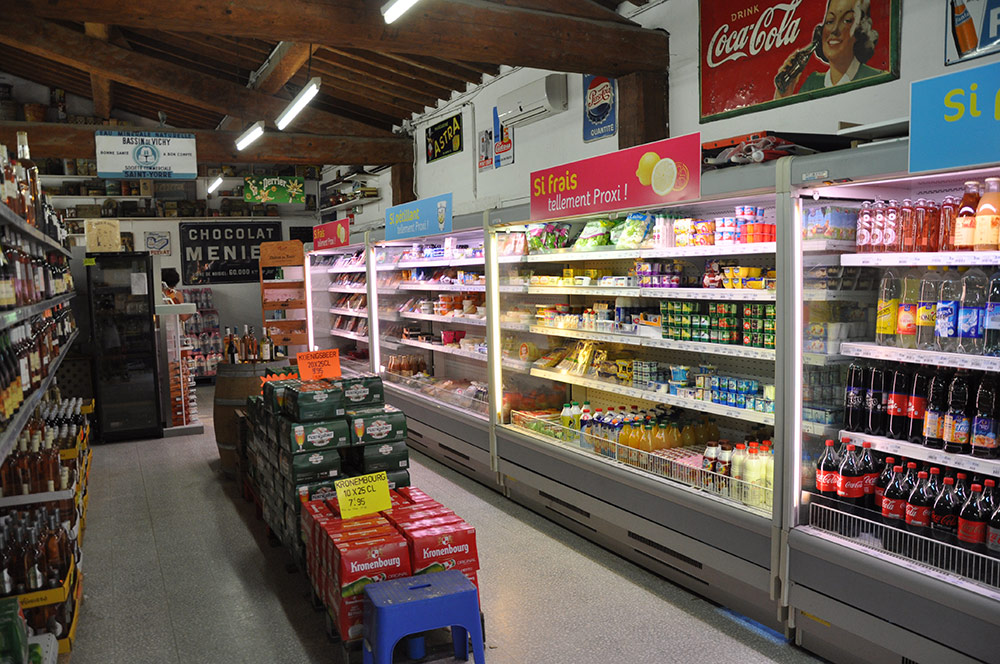 Refrigerator shelf and drinks