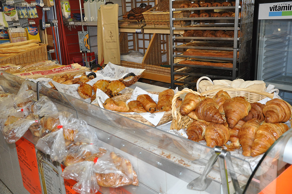 Hot bread and croissants